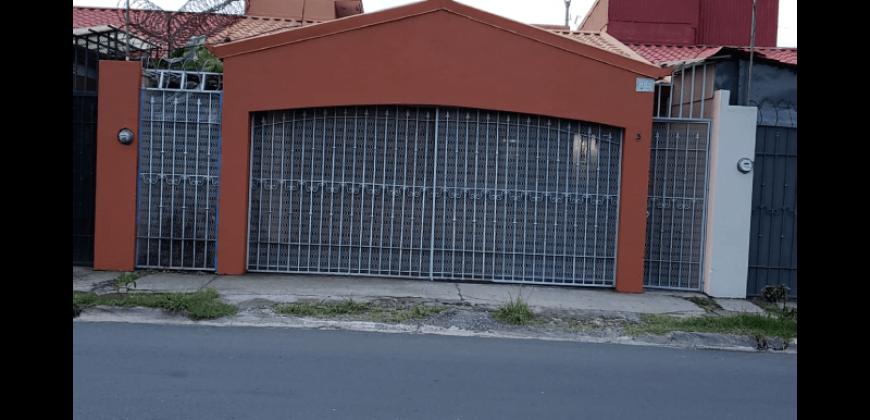 CÉNTRICA Y CÓMODA CASA APTA PARA USO RESIDENCIAL O COMERCIAL
