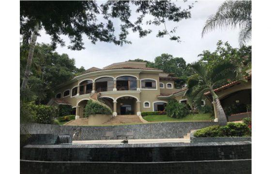 Preciosa casa en Santa Ana